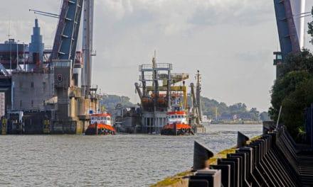 Bruggen over de Oude Maas open voor snijkopzuiger Edax