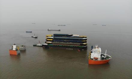 Aankomst Black Marlin met 18 casco's voor Concordia Damen Werkendam