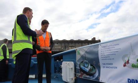 Minister-President laat zich informeren over eerste elektrische sleepboot