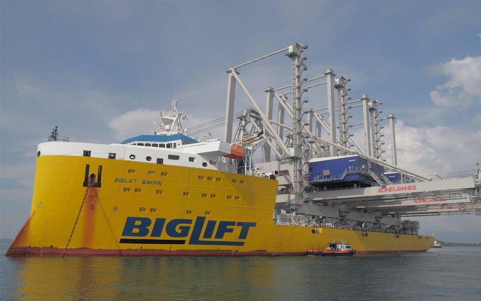 Wonderschoon zwaar transport over water