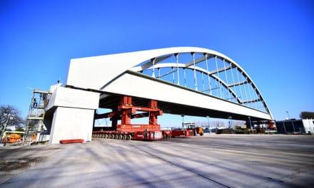 Theemswegtracé – Spoorbrug Rozenburgsesluis volgens plan op zijn plaats