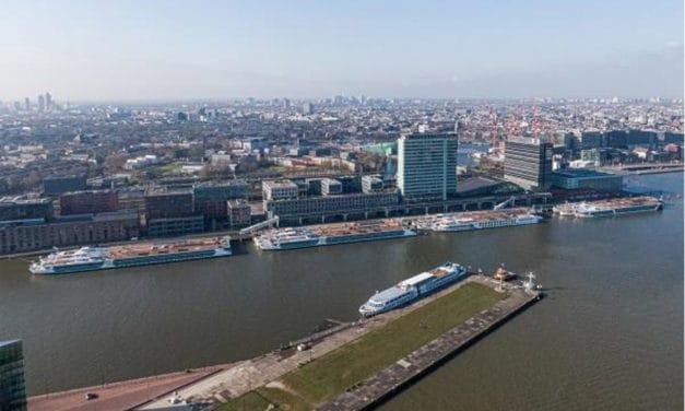 'Opleggers' in de Amsterdamse haven wachten op betere tijden