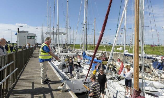 Ook dit jaar helpen stewards schippers op sluizen