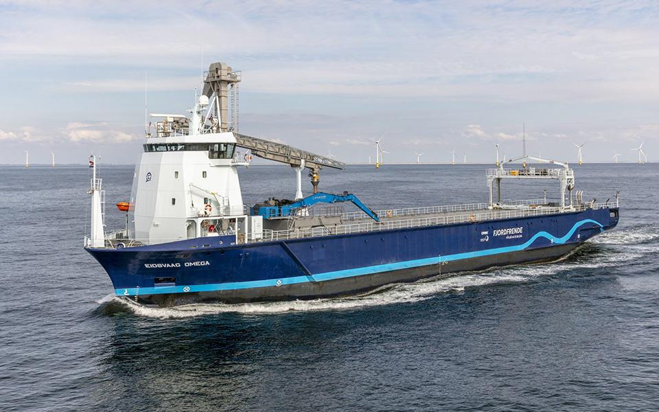 Eidsvaag Omega ex Baltic verbouwd door Hartman marine Shipbuilding BV