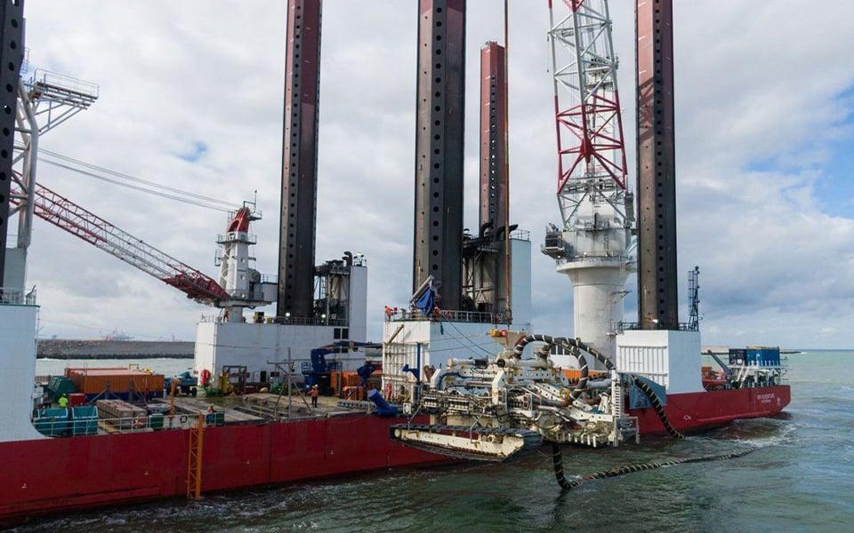 Machtige operatie voor aansluiten kabels  windpark Hollandse Kust (zuid)