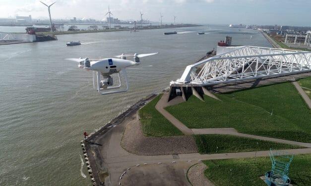 Rijkswaterstaat en partners zetten autonoom vliegende drones in bij incidenten op het water