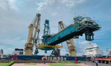 Beast meets giant: Jumbo Kinetic Transports 1435-tonne Shiploader