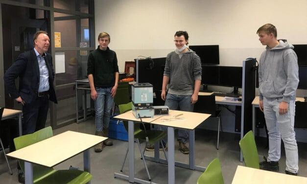 Neptune Energy schenkt bijzonder kompas aan Maritieme Academie Harlingen voor opleiding jongeren