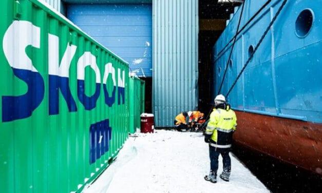 Zeeschepen 'tanken' walstroom in Amsterdam