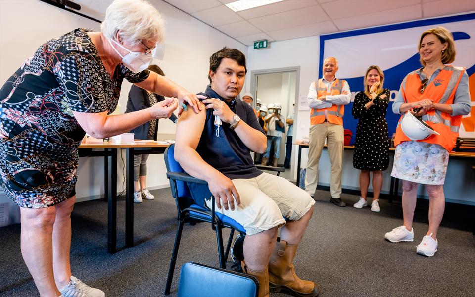 Rotterdam begint met vaccineren alle zeevarenden