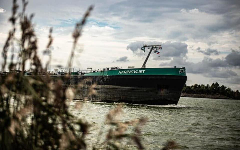 Binnenvaartbevrachter Interstream Barging Netherlands komt naar Sliedrecht